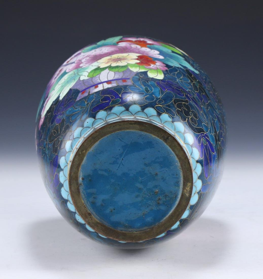 A CHINESE CLOISONNE VASE - 4