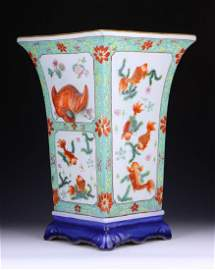 A BIG CHINESE QIANLONG FAMILLE ROSE PORCELAIN PLANTER