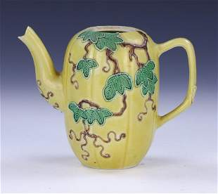 A CHINESE YELLOW GLAZED PORCELAIN TEAPOT