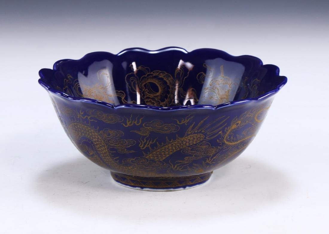 A FINE CHINESE GILT ON BLUE GLAZED PORCELAIN BOWL - 2