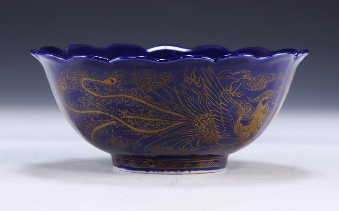 A FINE CHINESE GILT ON BLUE GLAZED PORCELAIN BOWL - 3