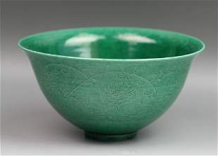 A CHINESE ENGRAVED GREEN GLAZED PORCELAIN BOW