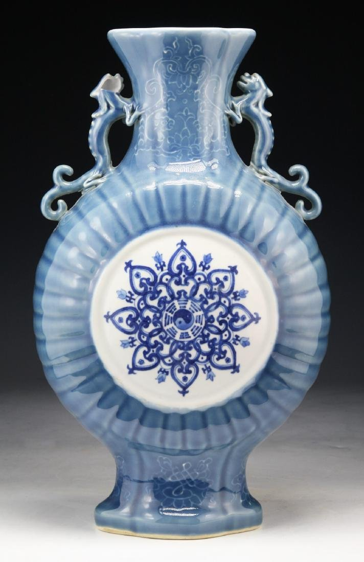 A CHINESE BLUE & WHITE PORCELAIN MOON FLASK - 2