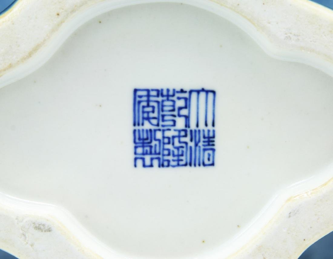 A CHINESE BLUE & WHITE PORCELAIN MOON FLASK - 5