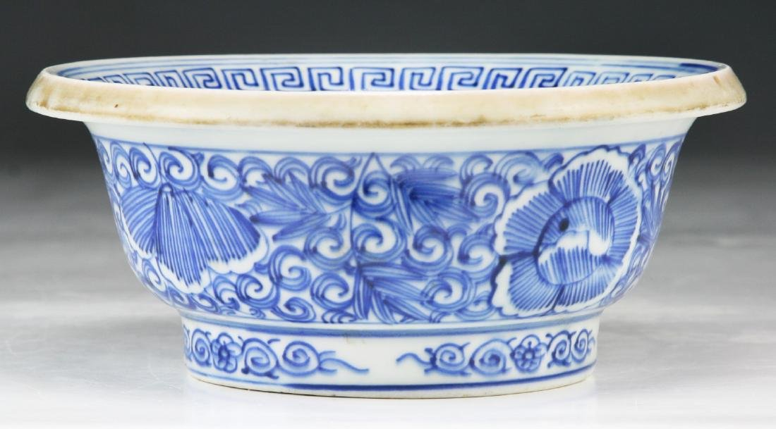 A JAPANESE BLUE & WHITE PORCELAIN BOWL - 2