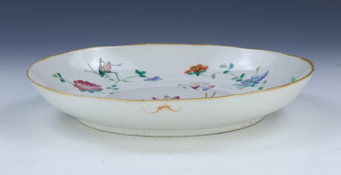A CHINESE FAMILLE ROSE PORCELAIN PLATE - 4