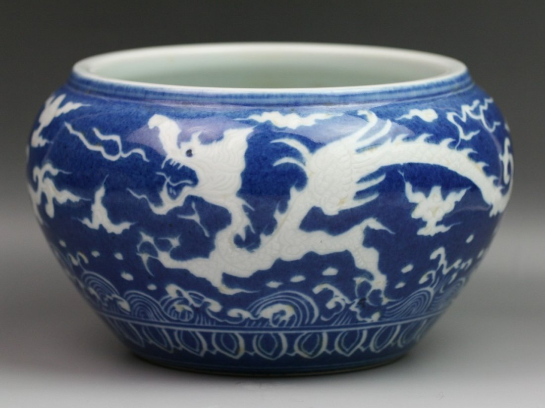33: Chinese Ming Style Blue & White Porcelain Jar