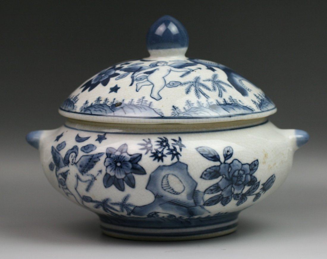 41: Chinese Export Blue & White Porcelain Tureen