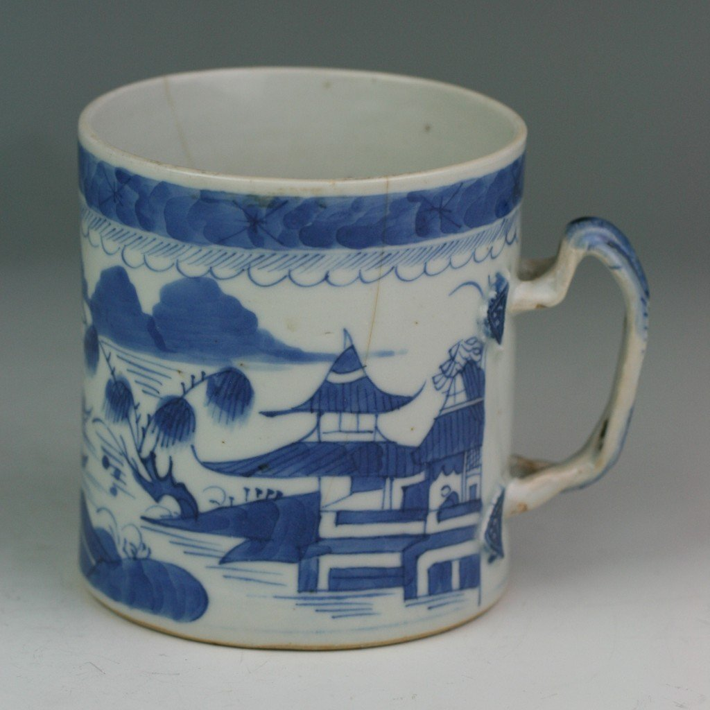 47: Chinese Antique Export B&W Porcelain Handled Cup
