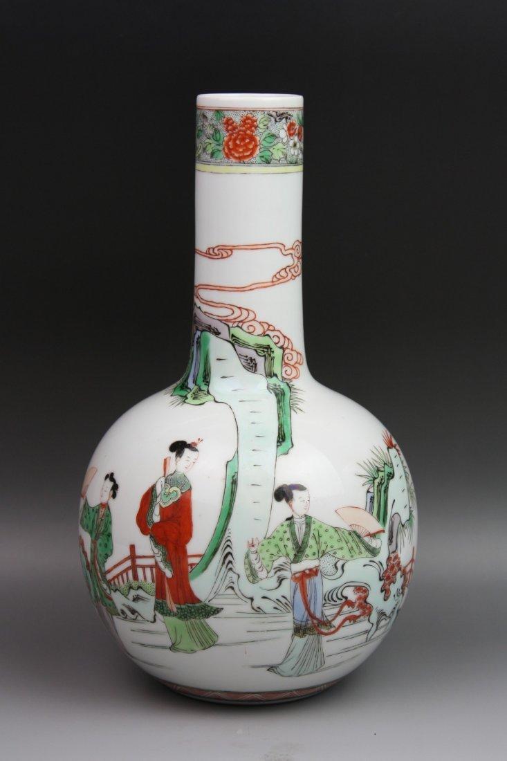 21: A Famillle Rose Porcelain Vase