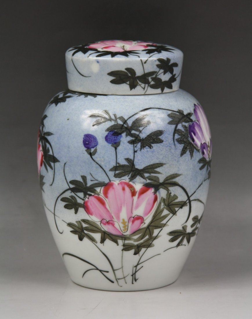 6: Fine Japanese Antique Porcelain Vase with Cover