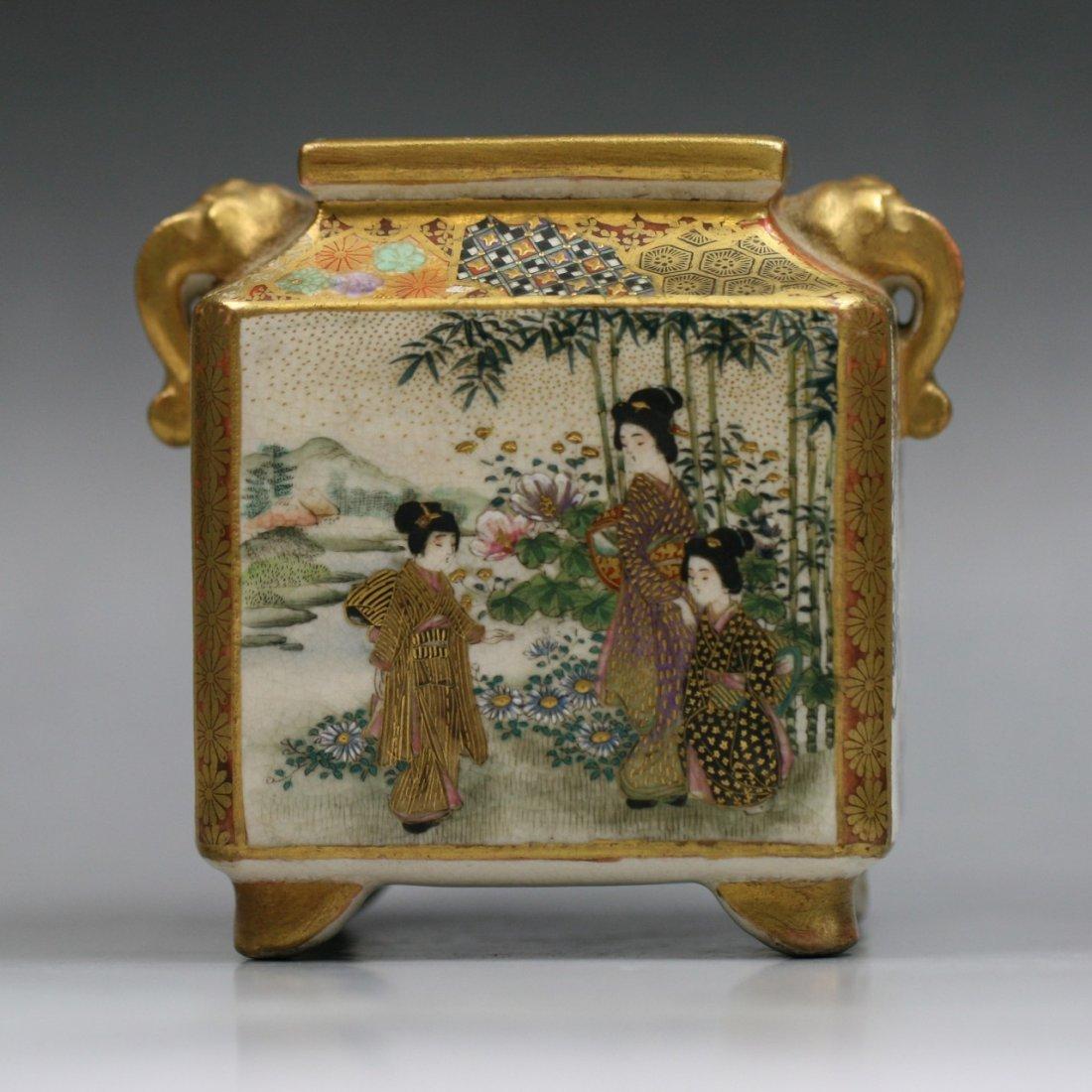 A Japanese Antique Satsuma Gilt Porcelain Vase