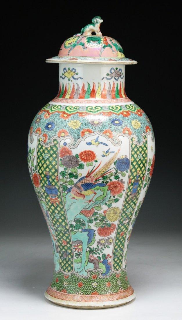 A Chinese Antique Famille Rose Porcelain Lidded Vase