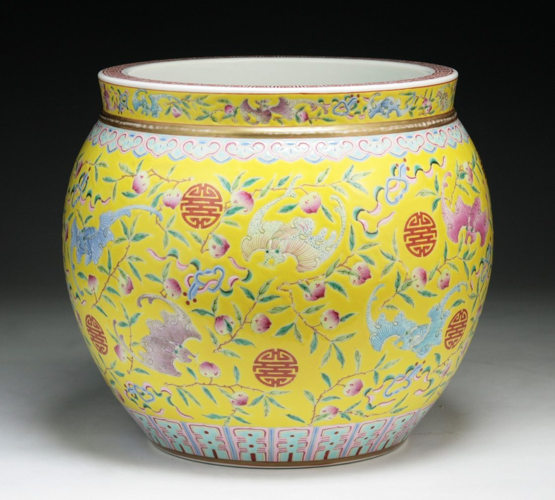A Chinese Antique Famille Rose Porcelain Jar