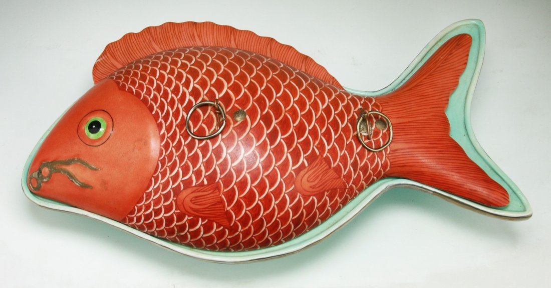 A Chinese Antique Famille Rose Porcelain Fish Plate