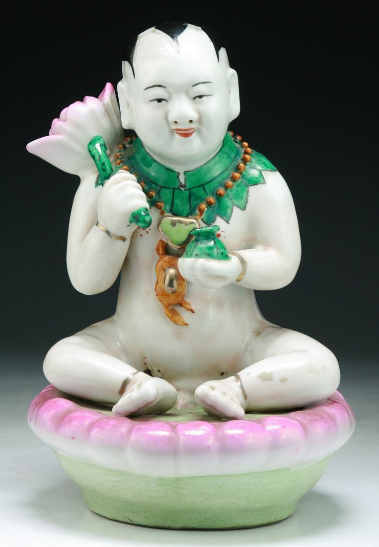 A Chinese Antique Famille Rose Porcelain Figure