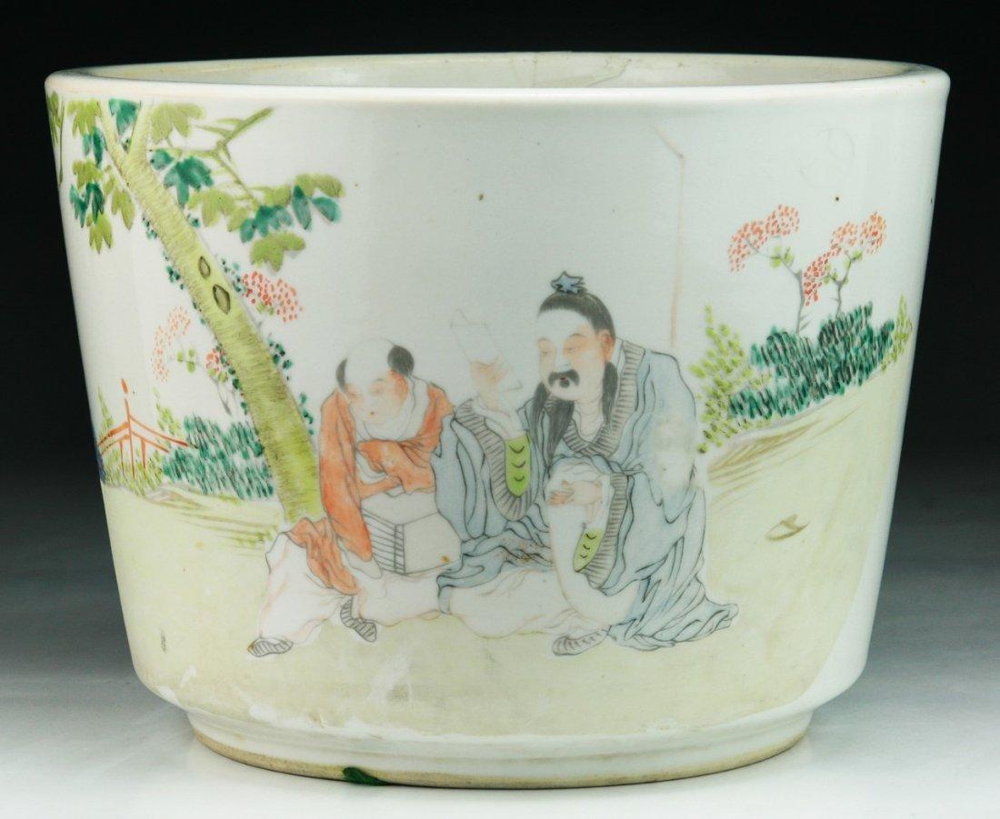 A Chinese Antique Famille Rose Porcelain Pot