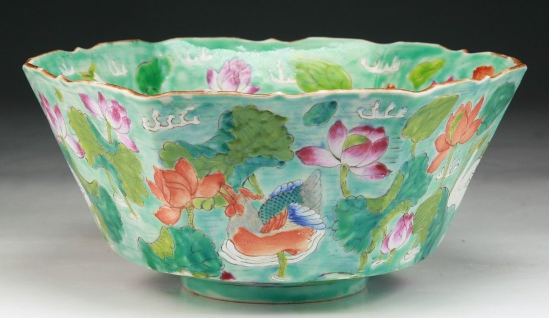 A Chinese Antique Famille Rose Hexagon Shaped Porcelain