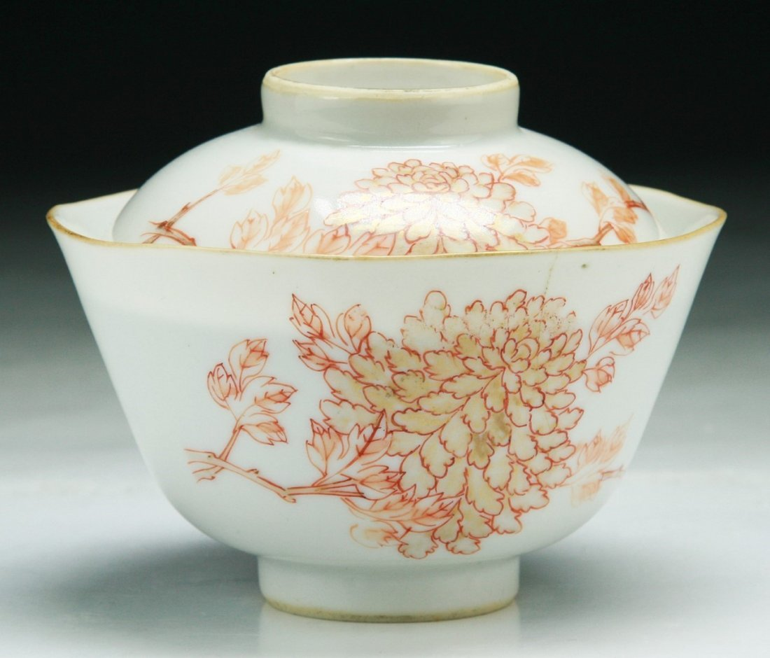 A Chinese Antique Famille Rose Porcelain Lidded Bowl