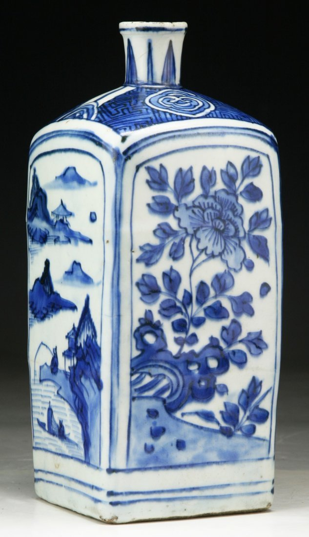 A Chinese Antique Blue & White Porcelain Vase