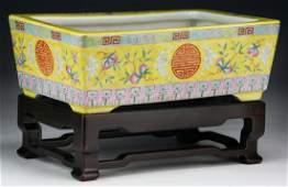 A Fine Chinese Antique Famille Rose Porcelain Planter