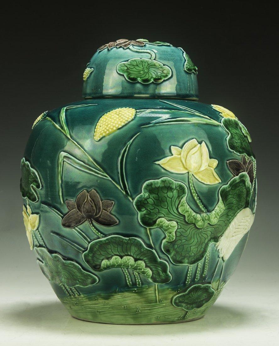 A Chinese Antique Polychrome Porcelain Lidded Jar