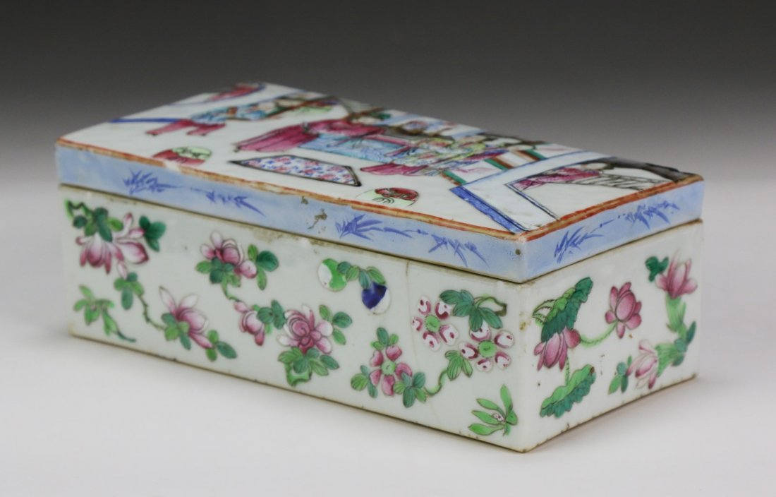 A Chinese Antique Famille Rose Porcelain Lidded Case