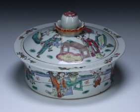 A Chinese Famille Rose Porcelain Lidded Tureen