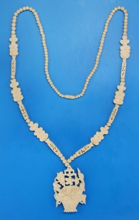 A Chinese Antique Carved Ivory Pendant Necklace