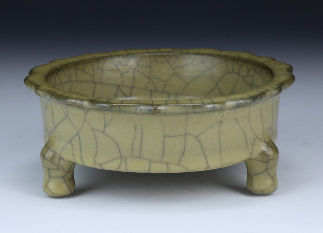A Chinese Antique GE YAO Celadon Glazed Tri-Pod Censer