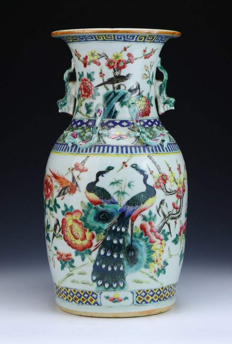 A Chinese Antique Famille Rose Porcelain Zun