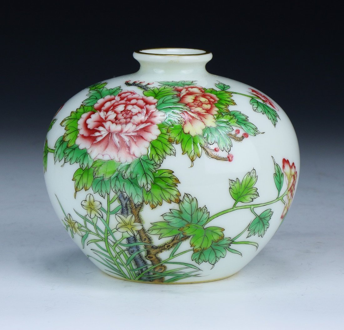 A Chinese Antique Famille Rose Porcelain Water Dropper