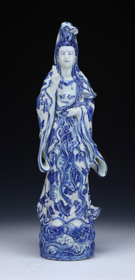 A Chinese Antique Blue & White Porcelain Guanyin