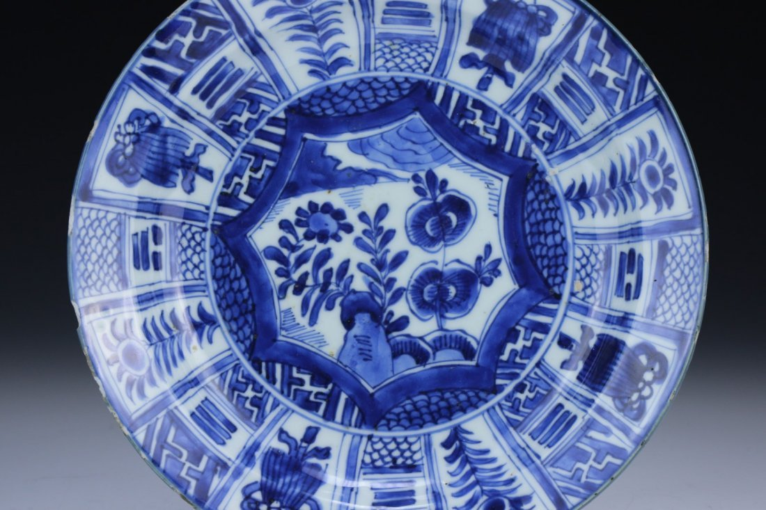 A Chinese Blue And White 'Kraak Porselein' Dish - 2