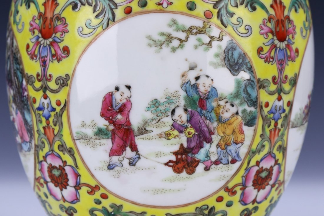 A Magnificent Chinese Famille Rose Porcelain Vase - 3