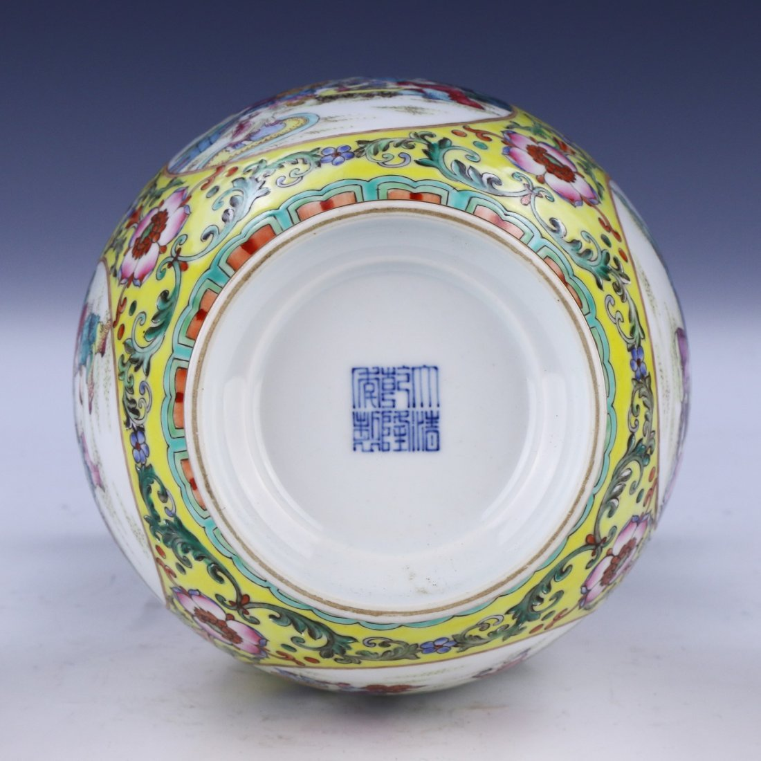 A Magnificent Chinese Famille Rose Porcelain Vase - 6
