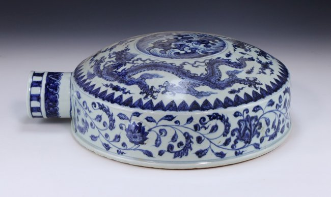 A CHINESE ANTIQUE BLUE & WHITE WINE POT - 2