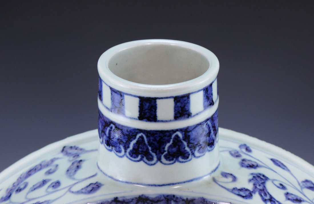A CHINESE ANTIQUE BLUE & WHITE WINE POT - 4