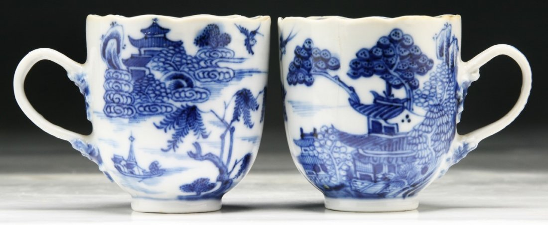 PAIR CHINESE ANTIQUE BLUE & WHITE PORCELAIN CUPS