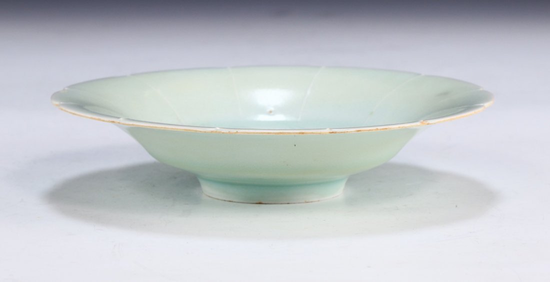 A CHINESE ANTIQUE CELADON GLAZED PORCELAIN PLATE - 2