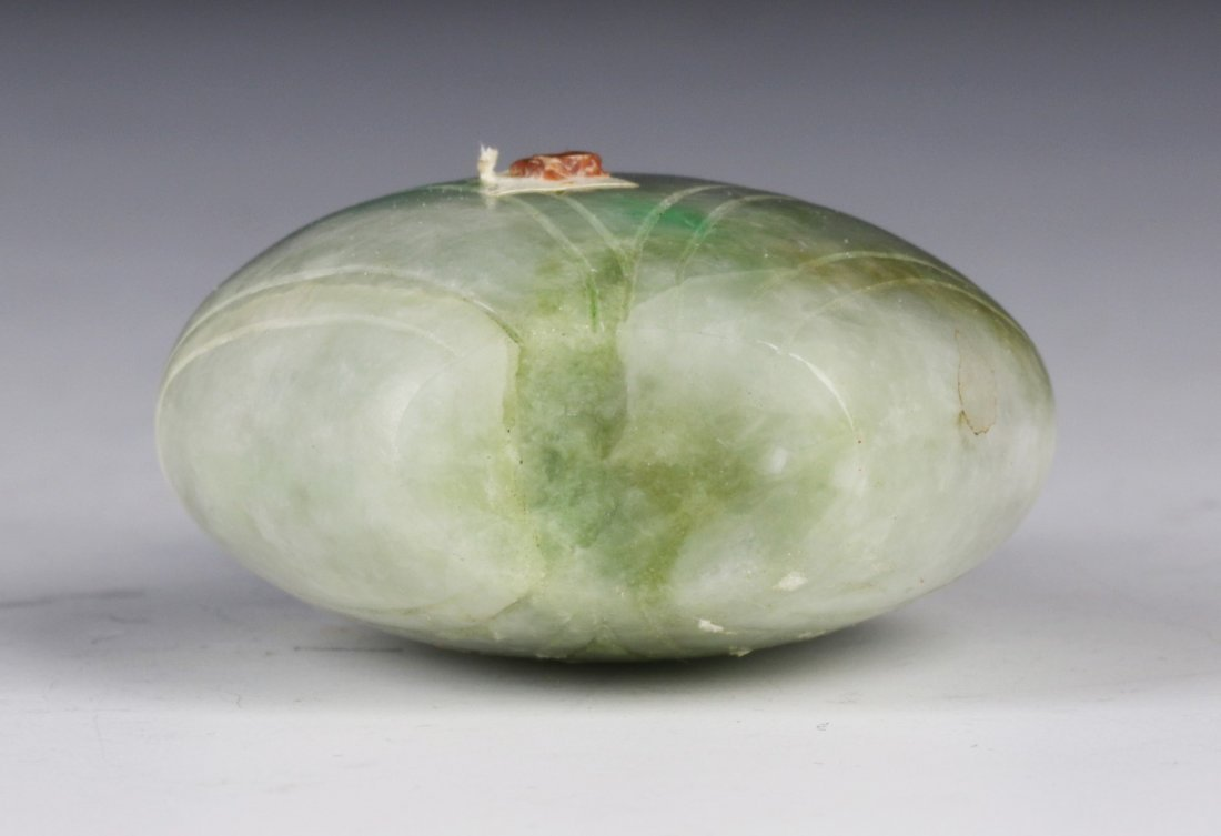 A CHINESE ANTIQUE PALE GREEN JADEITE SNUFF BOTTLE - 3