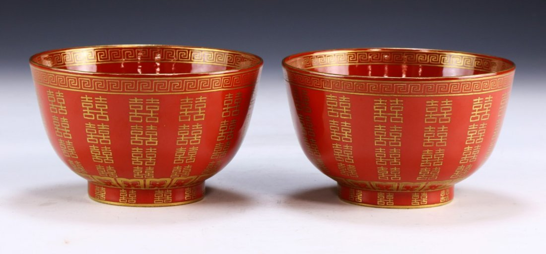 PAIR CHINESE ANTIQUE GILT CORAL GROUND BOWLS - 2
