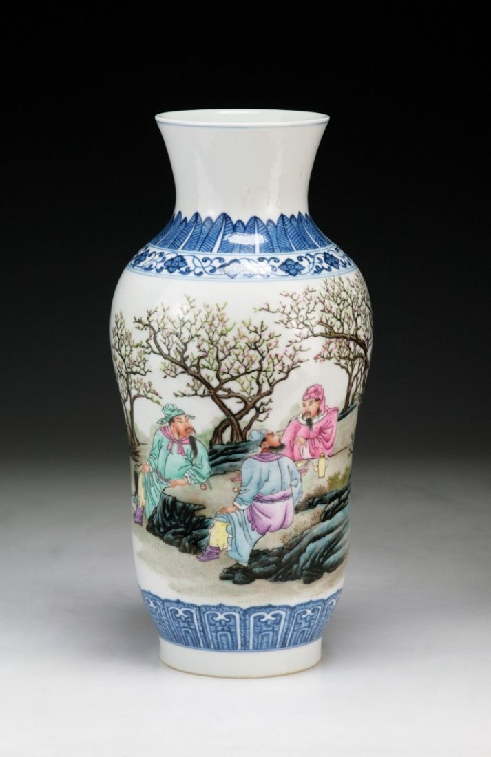 A CHINESE BLUE & WHITE WITH FAMILLE ROSE VASE