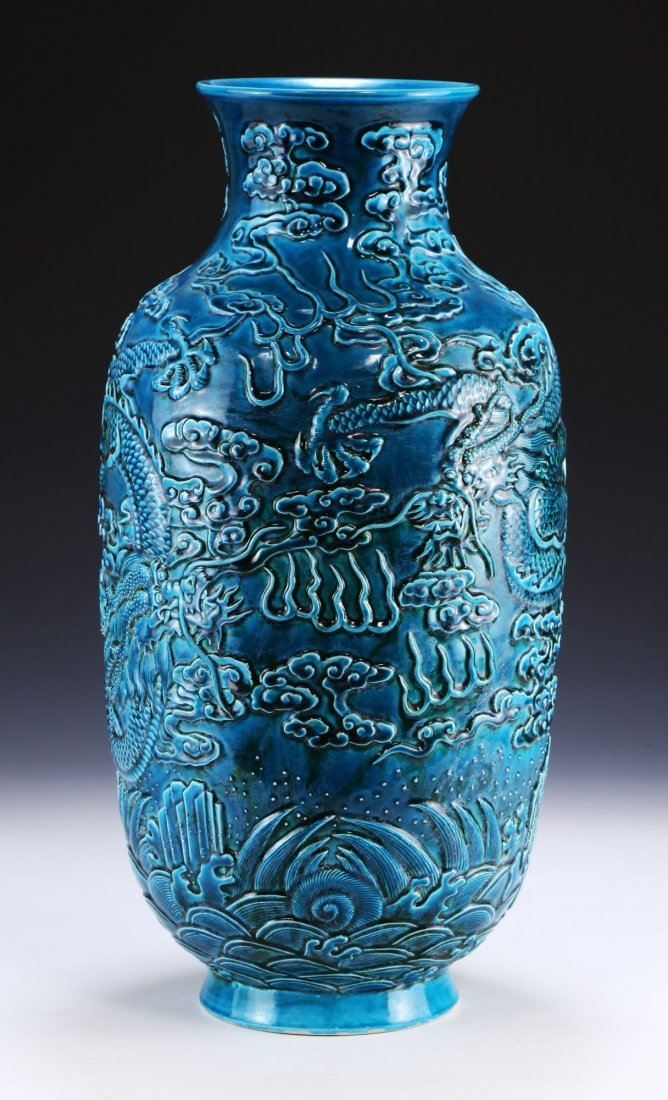 A CHINESE ANTIQUE BLUE GLAZED PORCELAIN VASE