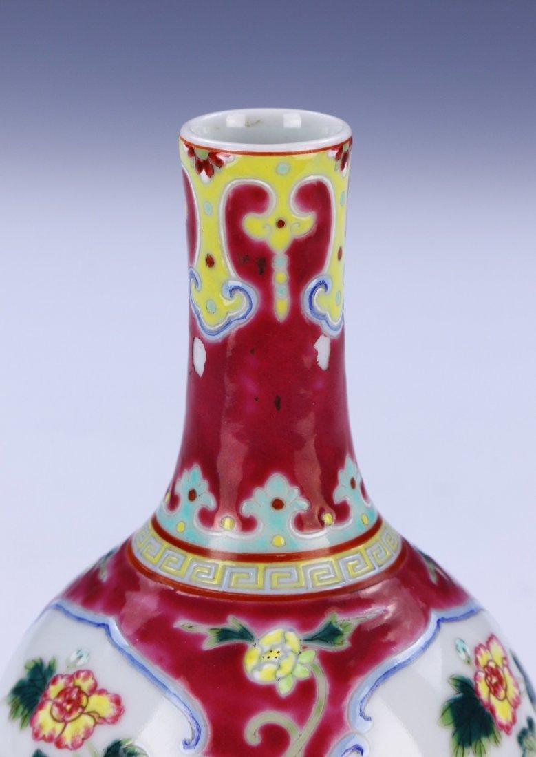 A Chinese Antique Famille Rose Porcelain Vase - 3