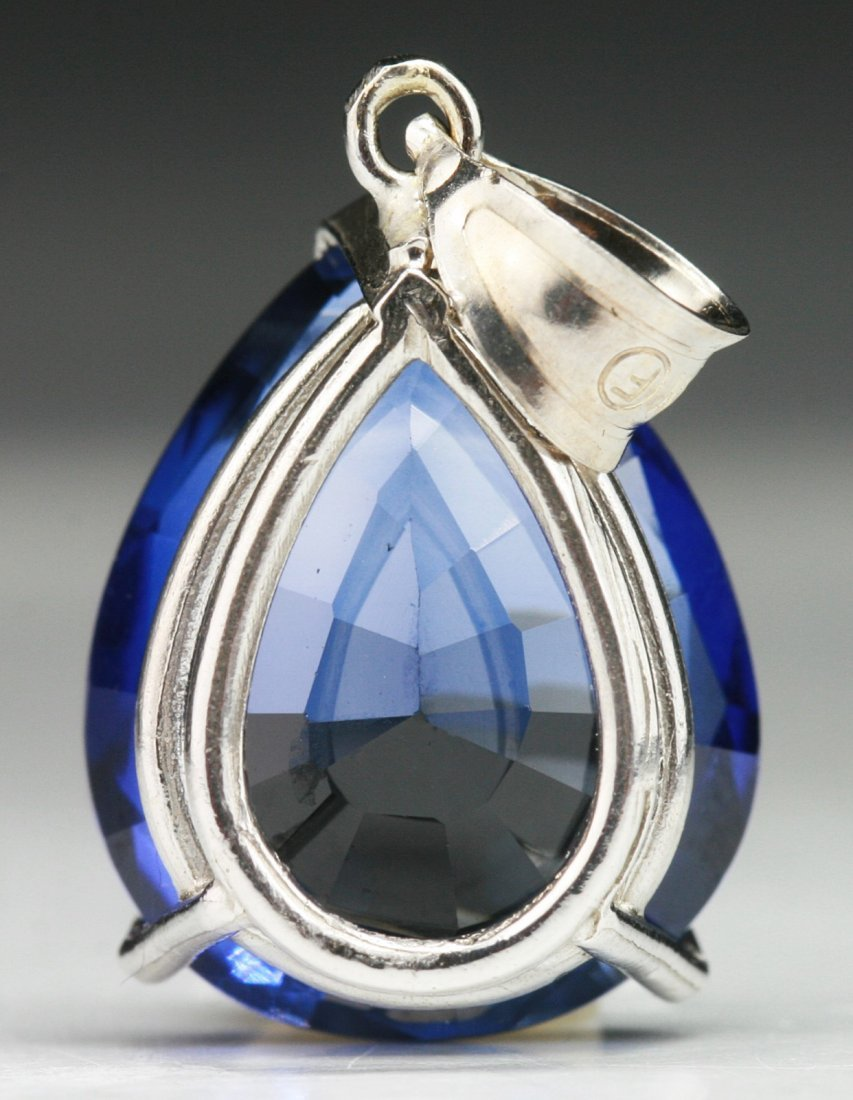 A Sapphire Pendant, 18K White Gold - 2