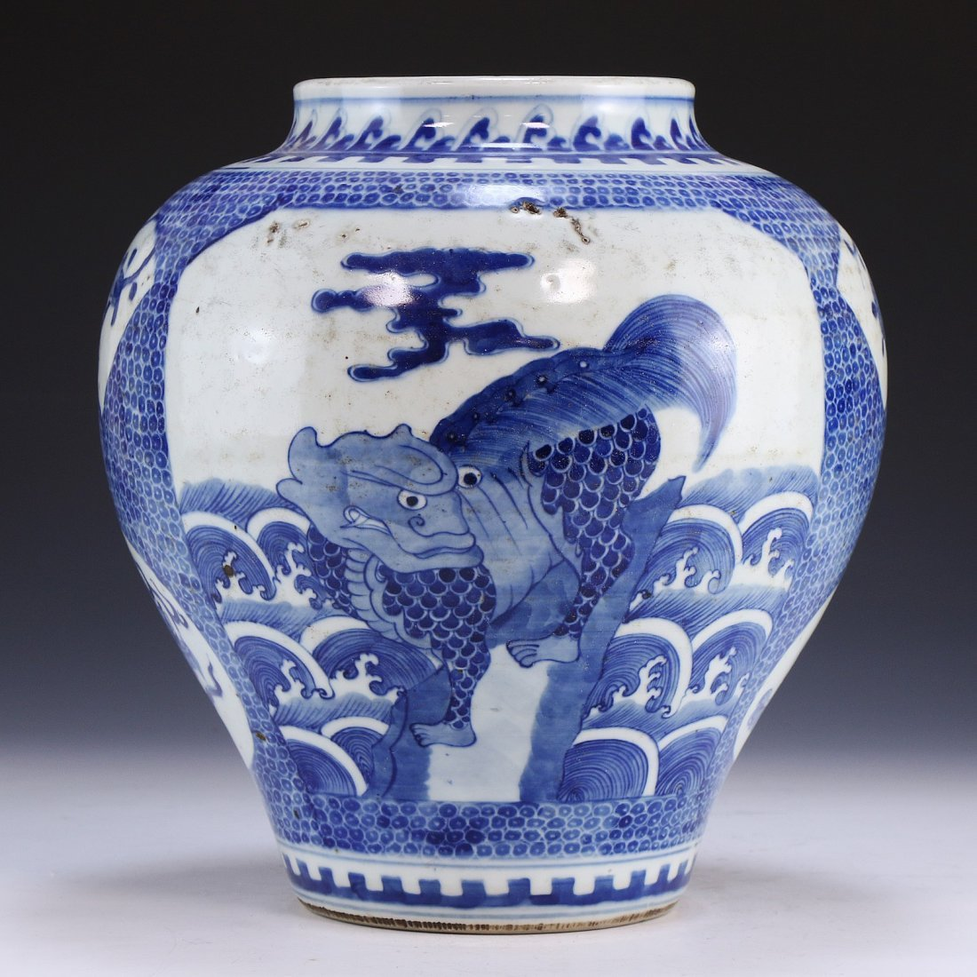 A CHINESE ANTIQUE BLUE & WHITE PORCELAIN VASE - 2