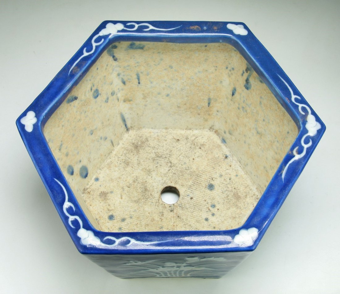 A CHINESE ANTIQUE BLUE & WHITE PORCELAIN HEXAGON POT - 3