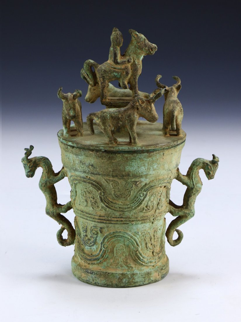 A CHINESE ANTIQUE LIDDED BRONZE VASE - 2