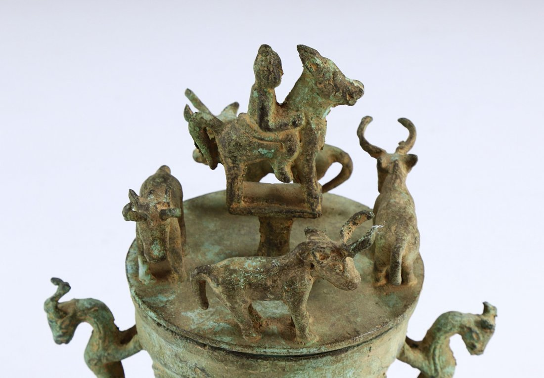 A CHINESE ANTIQUE LIDDED BRONZE VASE - 3